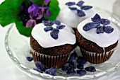 MUFFINS WITH GLAZED VIOLETS