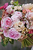 ROSA ABRAHAM DARBY WITH RANUNCULUS, GARDEN ROSES, SPRAY ROSES AND FOLIAGE
